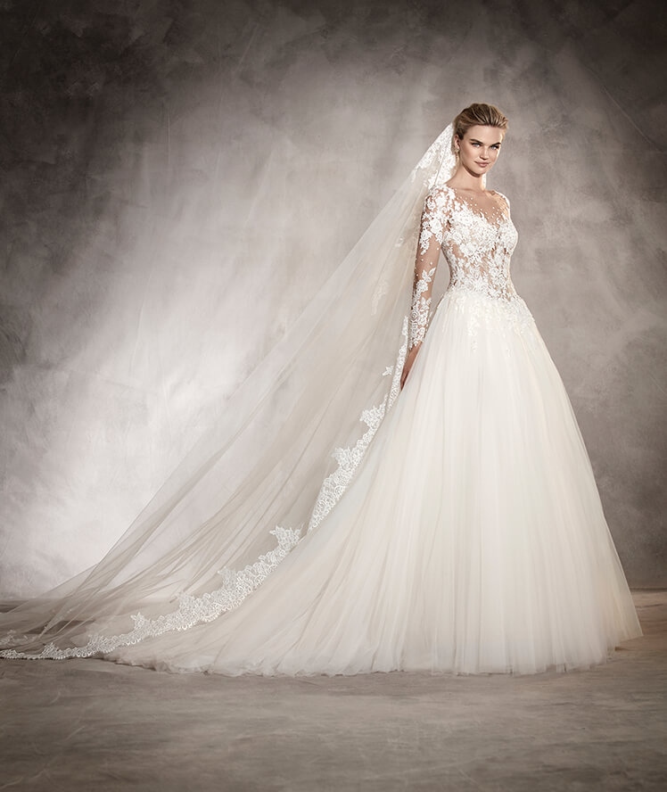 lace wedding dress pronovias