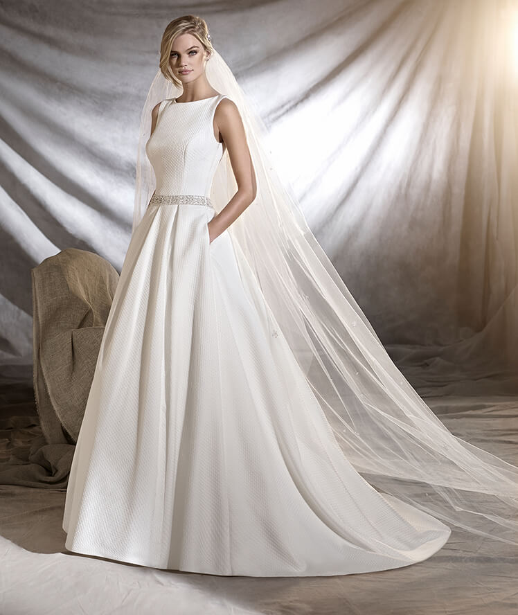 elegant wedding dress pronovias