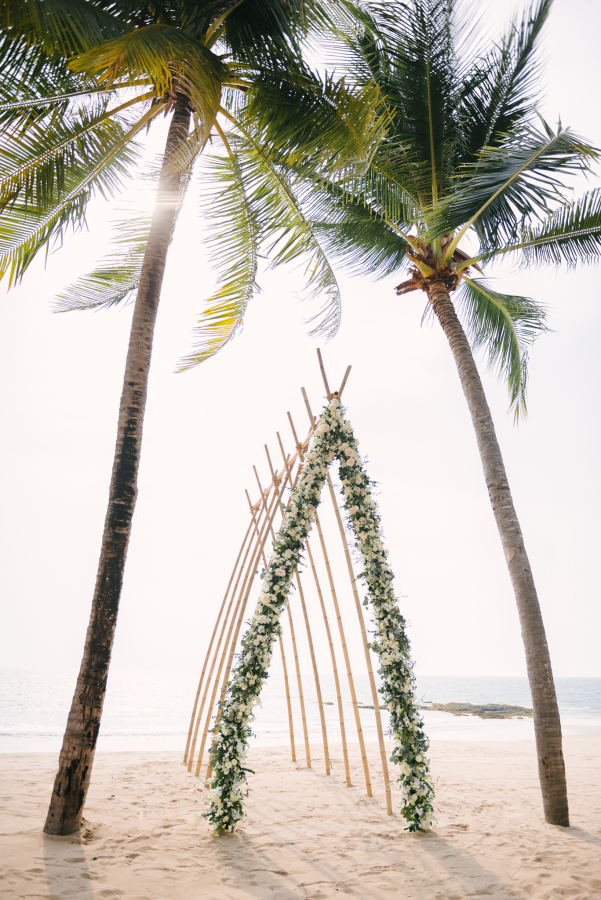 Modern Beach Wedding Vibes stylemepretty.com - darinimages.com